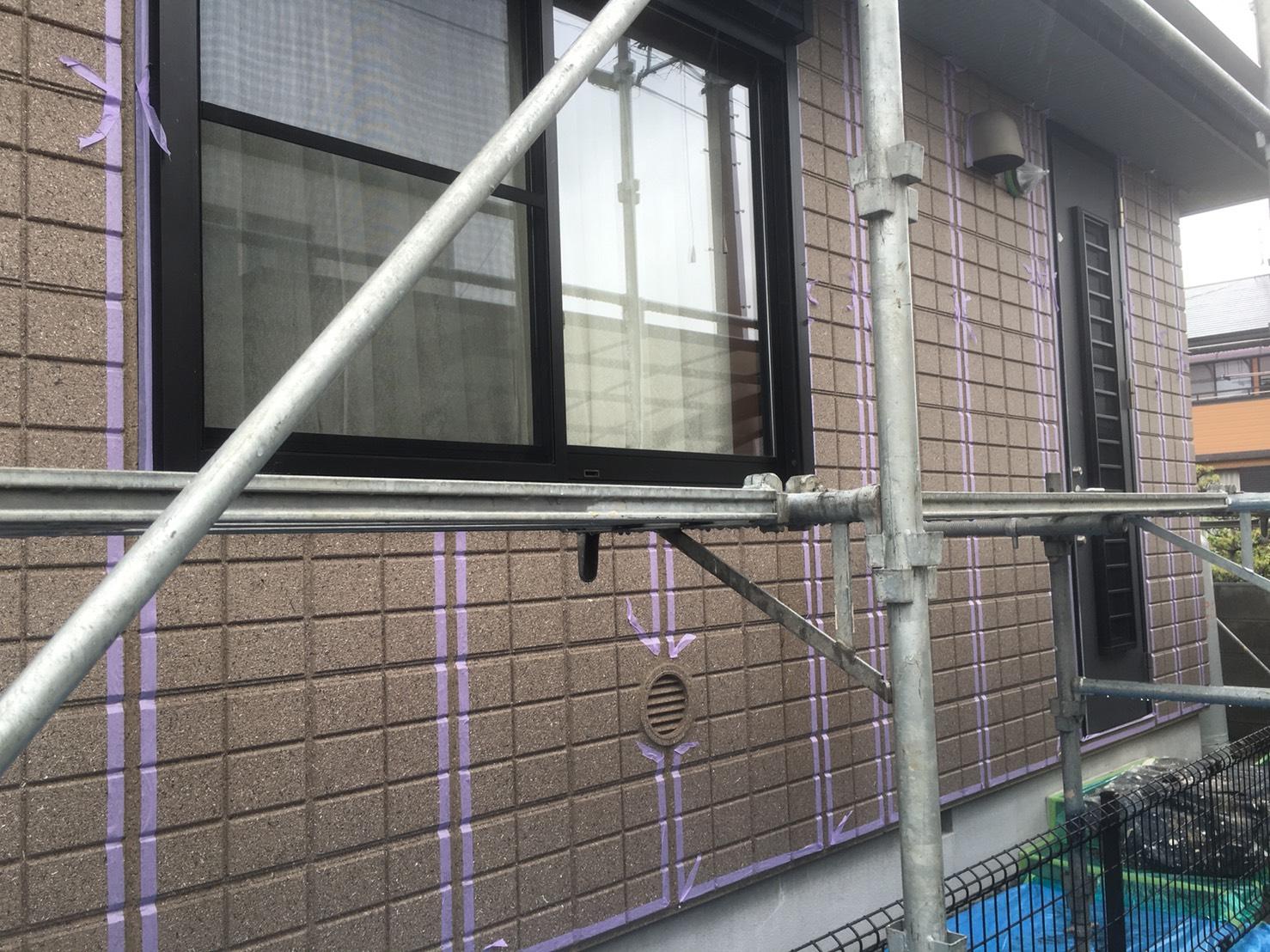 外壁 シーリング工事(養生)  屋根・外壁塗装の彩家です ...